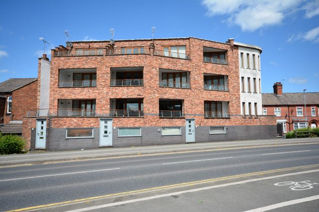 Thumbnail Town house to rent in Earle Street, Crewe