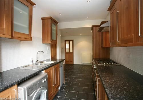 2 bed terraced house to rent in Sutton Road, Cookham, Berkshire