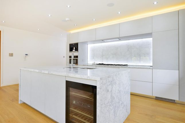 Thumbnail Flat for sale in Grosvenor Lodge, Eden Avenue, Chigwell
