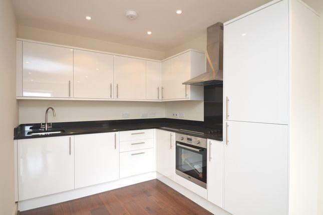 1 bed flat to rent in High Street, Weybridge
