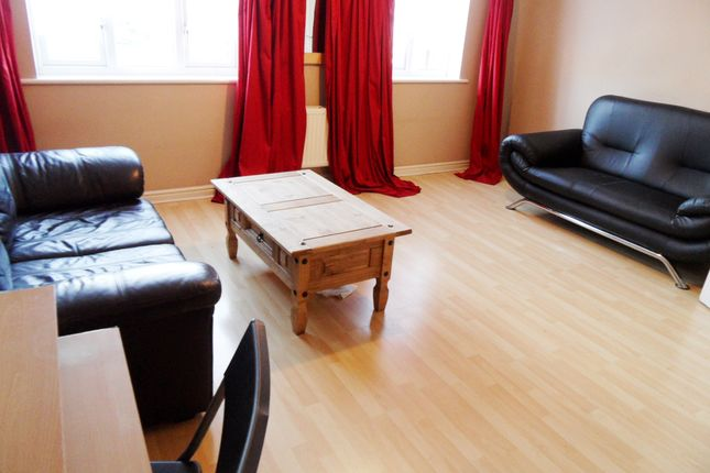 Thumbnail Flat to rent in Woborn Close, London