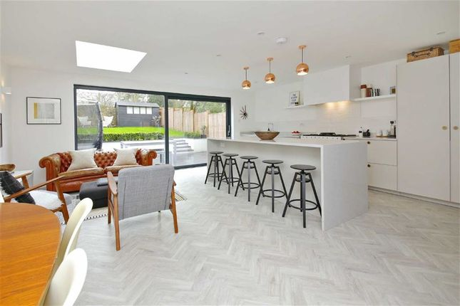 Thumbnail Town house for sale in Hill House Close, Winchmore Hill, London