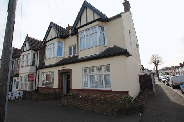 Thumbnail Flat to rent in Glendale Gardens, Leigh-On-Sea