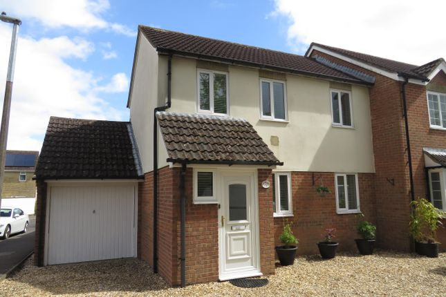 2 bed property to rent in Crown Close, Pewsham, Chippenham SN15
