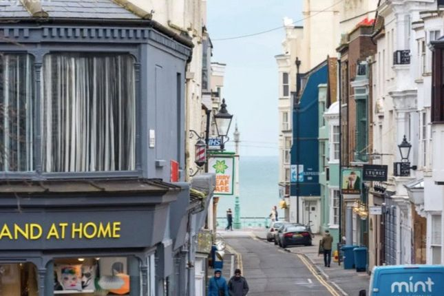 2 bed flat to rent in Union Street, Brighton, East Sussex BN1