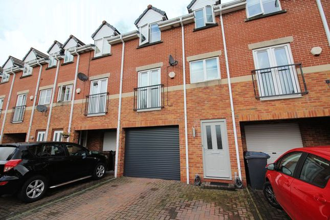 3 bed property for sale in Hayling Close, Bury