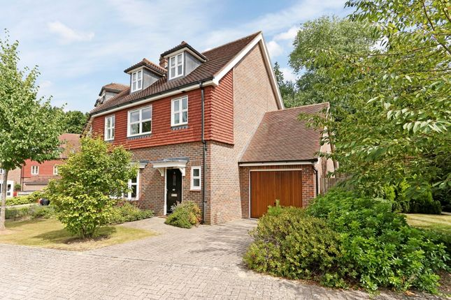 Thumbnail Semi-detached house to rent in Highgrove Avenue, Ascot