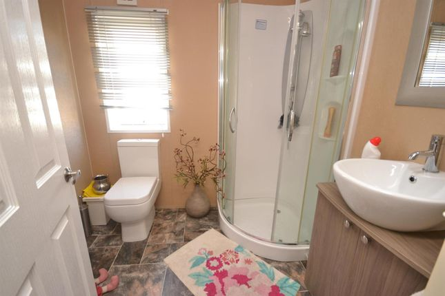 En-Suite of Highfield Grange, London Road, Clacton-On-Sea, Clacton-On-Sea CO16