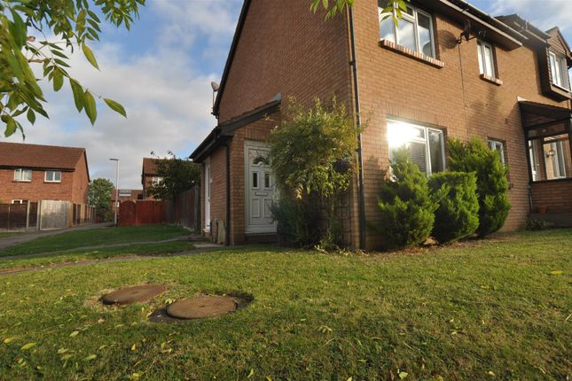 Thumbnail Property to rent in Sanderling Close, Letchworth, Hertfordshire