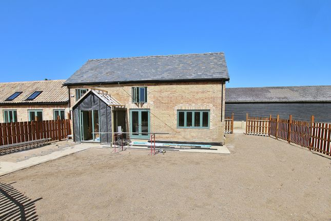 3 bed barn conversion for sale in Manor Courtyard, Wennington, Huntingdon PE28