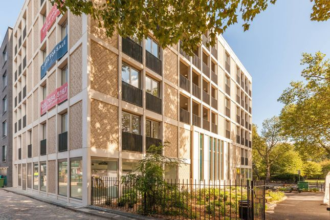 Thumbnail Flat for sale in Macpherson Apartments, Bethnal Green, London