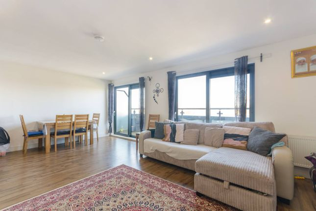 2 bed flat to rent in Ewell Road, Tolworth, Surbiton KT6