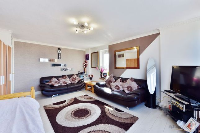 Thumbnail Flat for sale in Carr Street, London