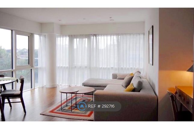 2 bed flat to rent in Skyline House Dickens Yard, London