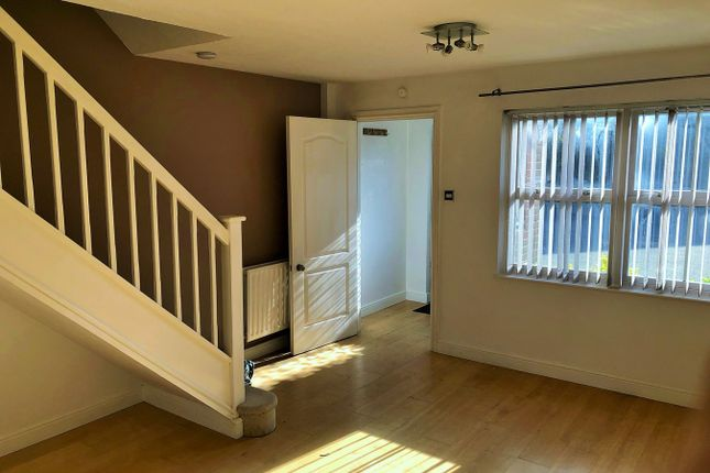 Thumbnail Terraced house to rent in Hop Garden, Church Crookham, Fleet