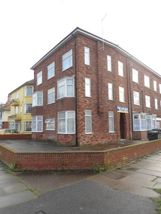 Thumbnail Flat to rent in Park Avenue, Skegness, Lincolnshire