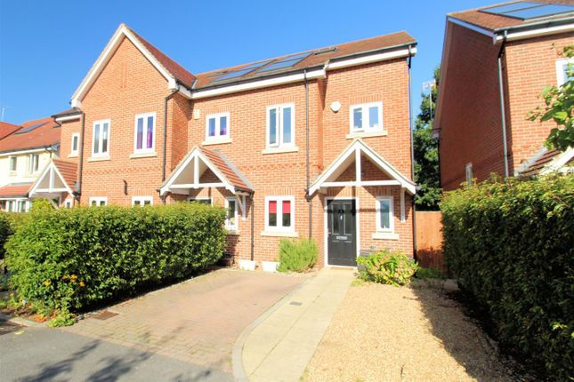Thumbnail Town house for sale in Chandlers Close, Woking