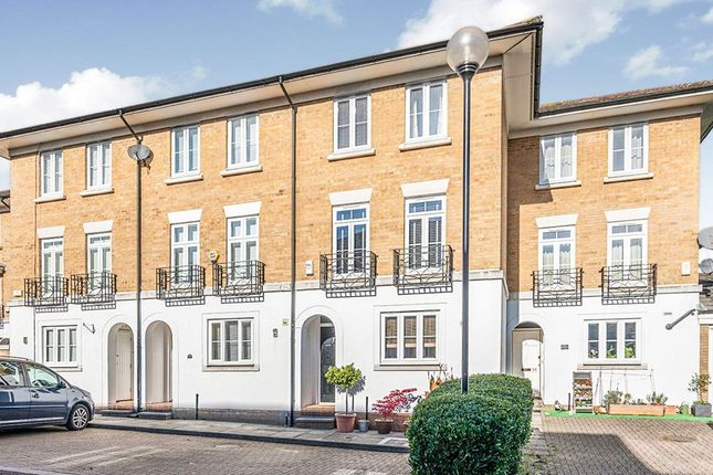 Thumbnail Terraced house for sale in Courtenay Avenue, Sutton