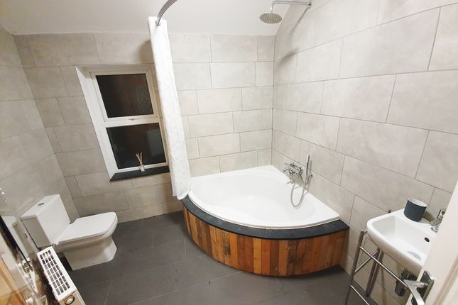 Thumbnail Shared accommodation to rent in Cowlishaw Road, Sheffield