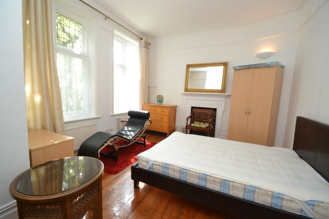 Thumbnail Flat to rent in Bishops Park Road, Fulham