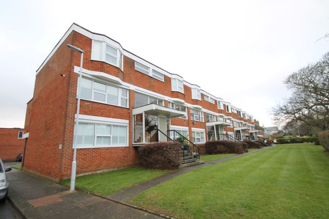 2 bed flat to rent in The Rowans, Worthing