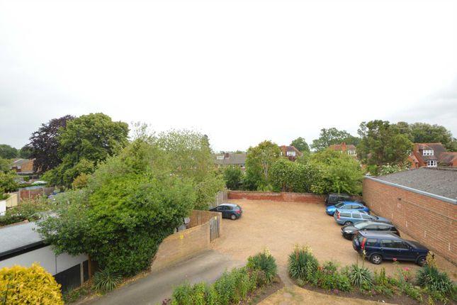 Maisonette to rent in High Street, Addlestone KT15