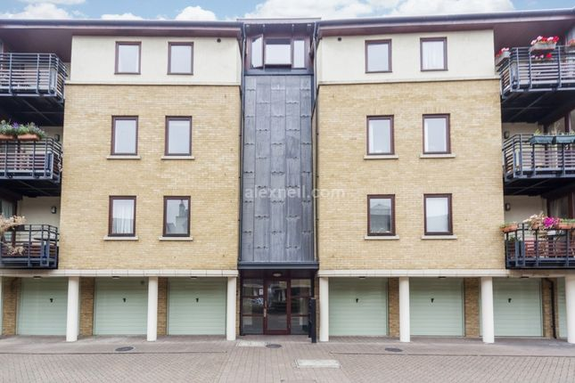 2 bed flat to rent in Vantage Mews, London