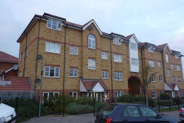 Thumbnail Flat to rent in Yukon Road, Broxbourne, Hertfordshire