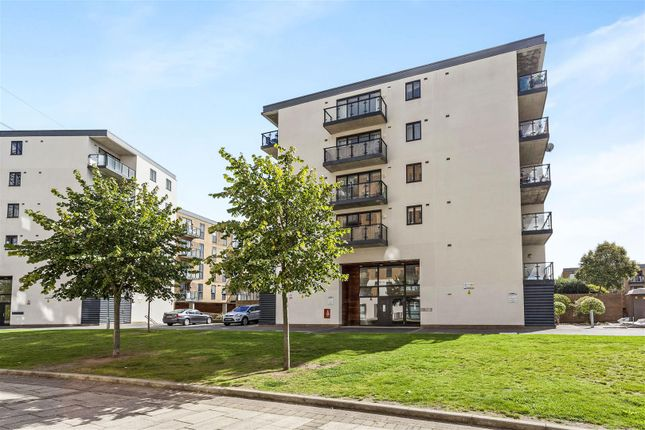 Thumbnail Flat for sale in Durnsford Road, London