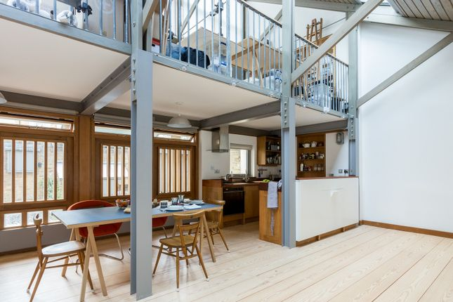 Thumbnail Town house to rent in Stradbroke Road, London