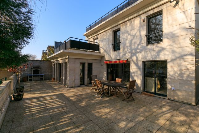 4 bed property for sale in Issy Les Moulineaux, Paris, France
