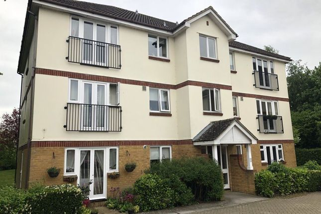 Thumbnail Flat to rent in Beechfield Drive, Devizes, Wiltshire