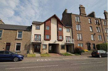 Thumbnail Town house to rent in Clepington Road, Dundee