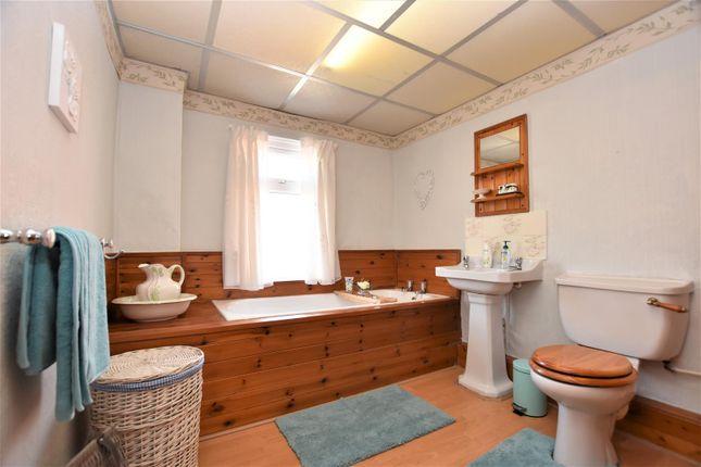 Bathroom of Greengate Street, Barrow-In-Furness LA14