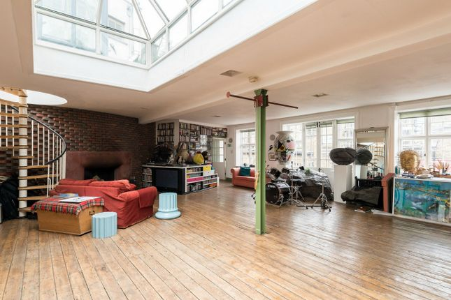 Thumbnail Flat for sale in Havelock Walk, London