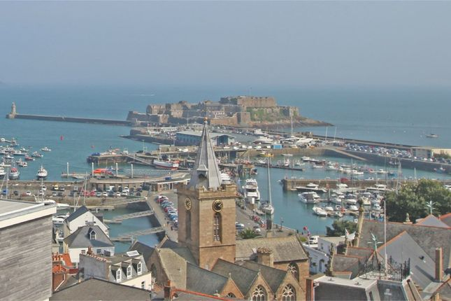 Thumbnail Flat to rent in Clifton, St. Peter Port, Guernsey