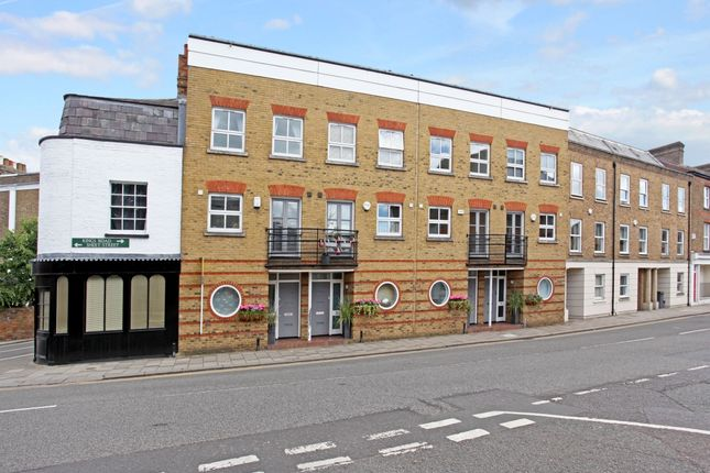 4 bed terraced house to rent in Kings Road, Windsor