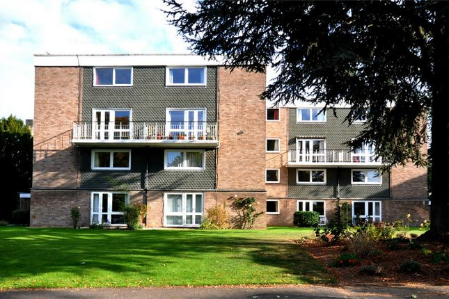 2 bed flat for sale in College Lawn, Cheltenham, Gloucestershire