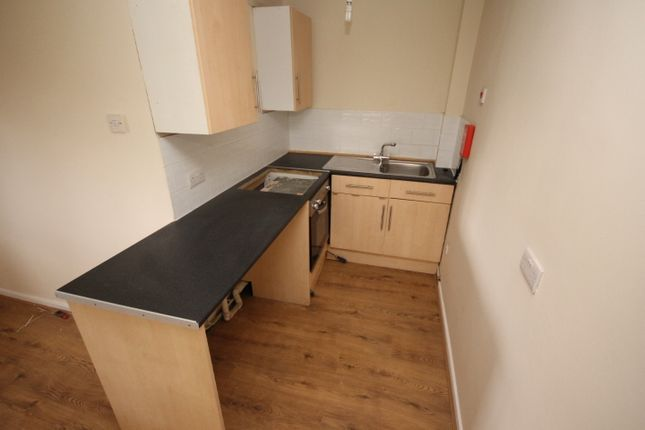 Thumbnail Flat to rent in Farnley House, Kingsdale Court, Leeds