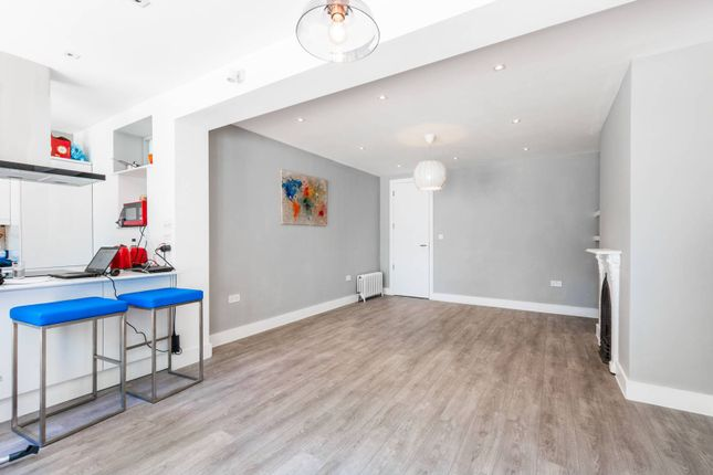 Thumbnail Flat for sale in Tetherdown, Muswell Hill