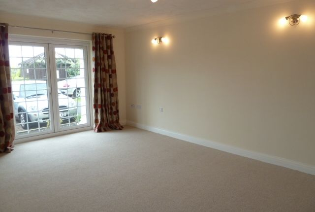 Thumbnail Bungalow to rent in 109 New Hampshire Court, Cypress Point, St Annes, Lancashire