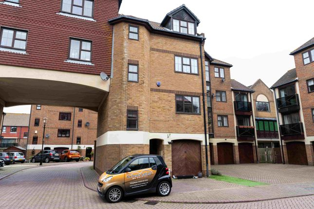 Thumbnail Semi-detached house to rent in Hathaway Court, Esplanade, Rochester, Kent