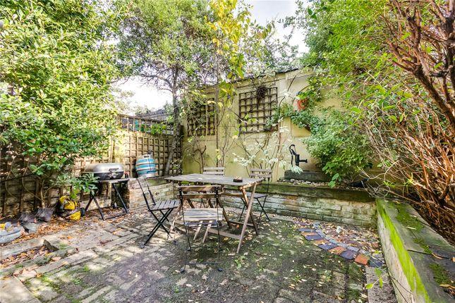 Garden of Brayburne Avenue, London SW4