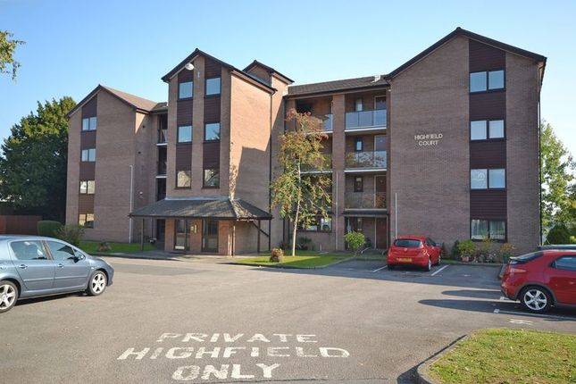 Thumbnail Flat for sale in Large Top Floor Apartment, Foxwood Close, Newport