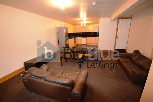 6 bed terraced house to rent in 15 Chestnut Avenue, Hyde Park, Six Bed, Leeds
