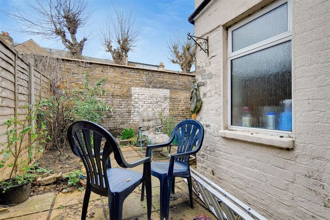 6_Patio-0 of Robson Road, London SE27