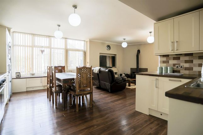 5 bed end terrace house for sale in 31, Church Street, Hapton BB12