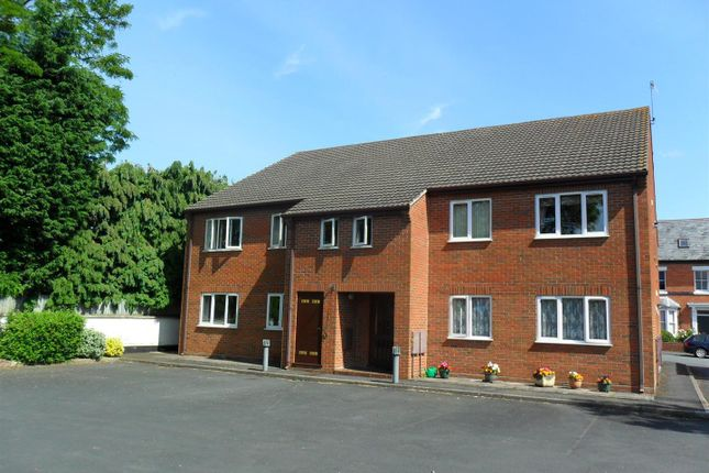 Thumbnail Flat to rent in St. Peters Road, Droitwich