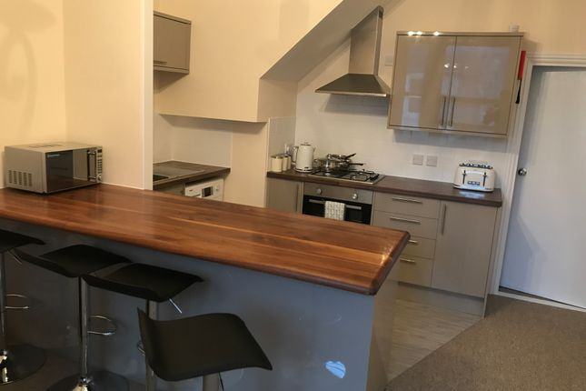Thumbnail Flat to rent in Albert Grove, Southsea