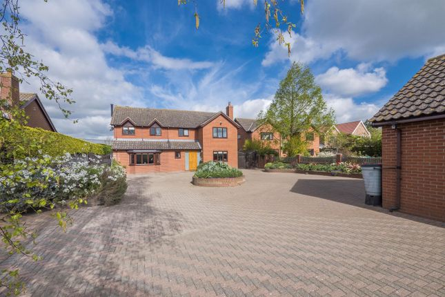Thumbnail Detached house for sale in Grays Close, Hadleigh